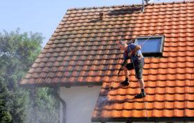 Entretenir un toit de maison