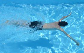 Nettoyer sa piscine avec un gel détartrant