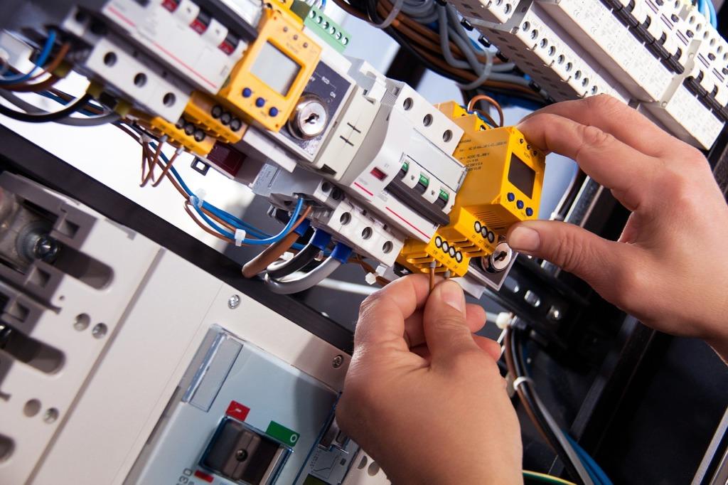 un électricien professionnel
