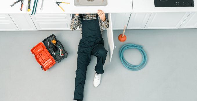 un plombier à Lyon